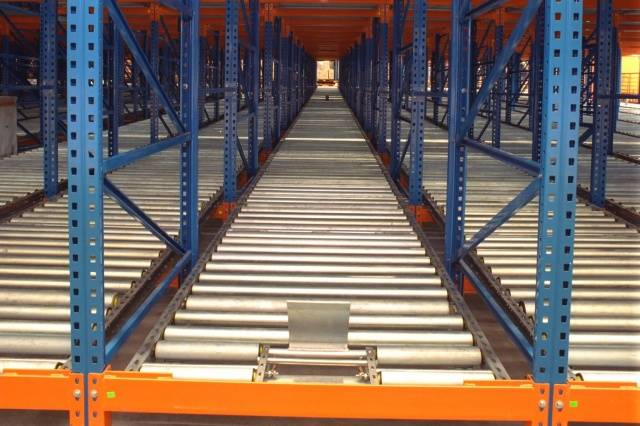 Warehouse gravity pallet racking