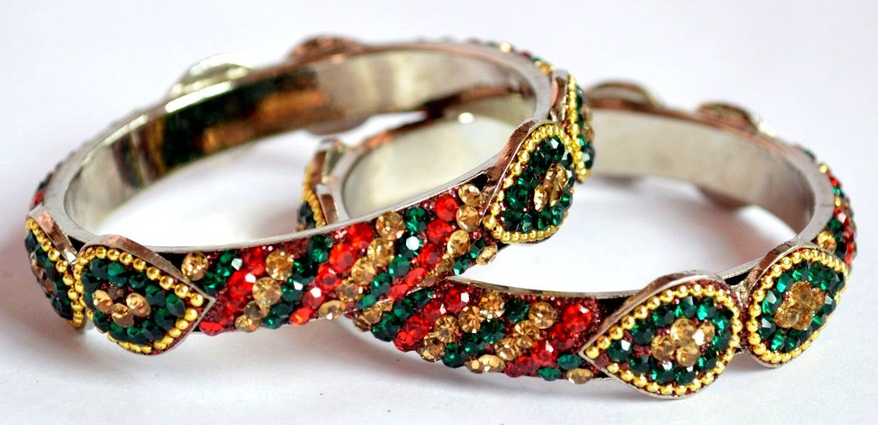 Love shape pretty lac bangles