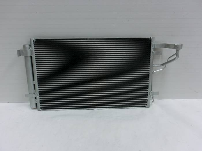 Auto Air Condition Condenser for Hyundai I30 (07-) OEM 97606-2h000