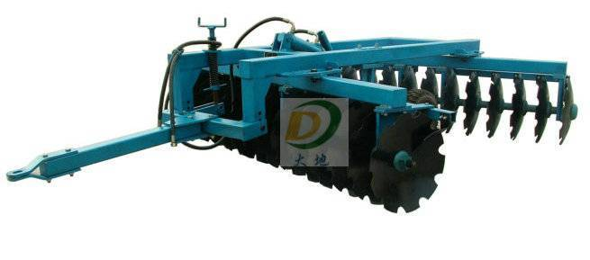 Heavy- duty hydraulic disc harrow