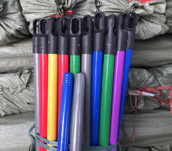 120x2.2cm Ribbed PVC Coated Wooden Broomsticks