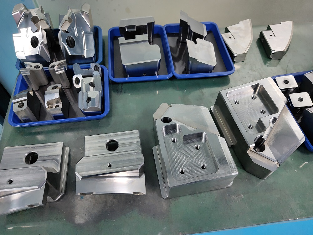 2020 high quality precision plastic injection mould parts and components factory in Dongguan China