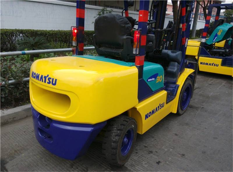 USED KOMATSU 3TON FD 30T-14 FORKLIFT WITH HIGH QUALITY IN LOW PRICE FROM JAPAN
