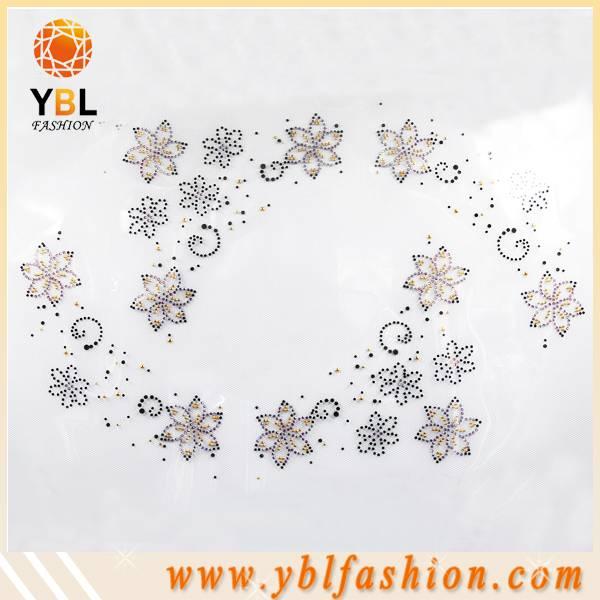 Floral pattern Hotfix rhinestone motif design