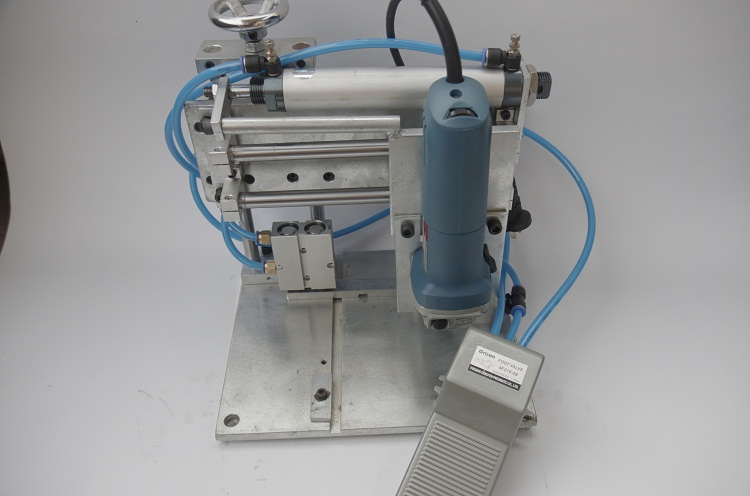 Pneumatic slotting machine