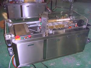 Semi-automatic cellophane overwrapping machine