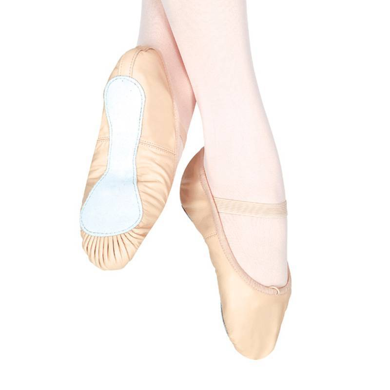 ballet shoes / ballet slippers / dance shoes