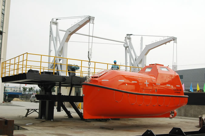 65KN Gravity luffing arm type davit for totally enclosed life boat