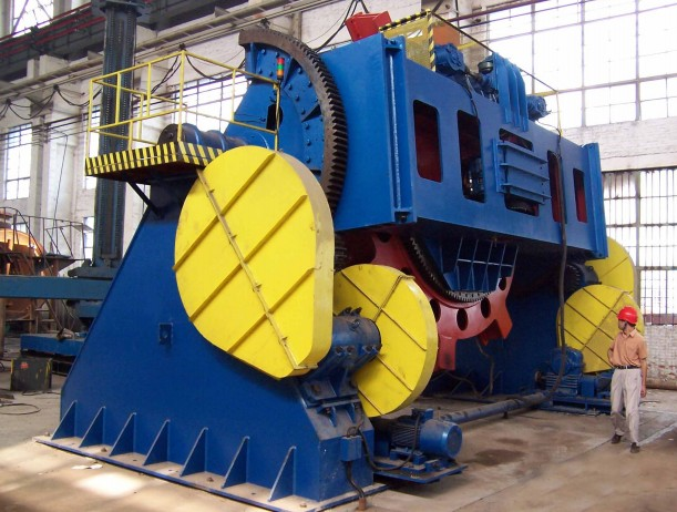 Cradle welding positioner with two based bed for supporting heavy duty
