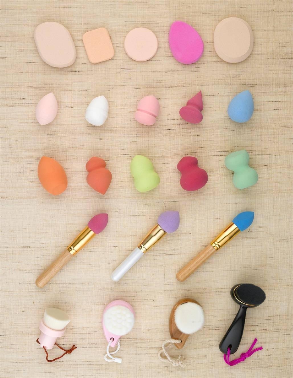 Sponge/ Kabuki Brush/ Beard brush/ Retractable Brushes/ Nail Brushes / Makeup Brush Set
