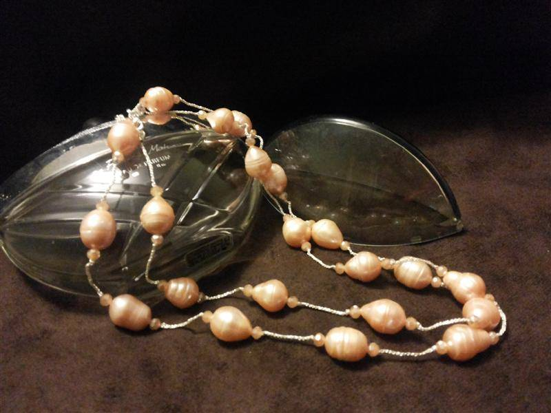 Oval orange pearl necklace