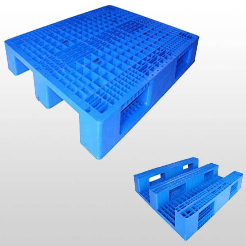 plastic pallet with 3 runners. Grid.Racking.1200*1200*150