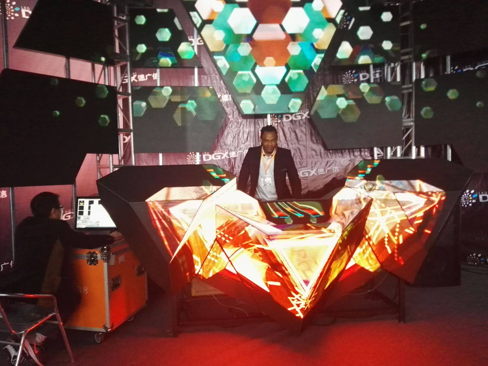 2016 Latest P4 LED DJ Booth