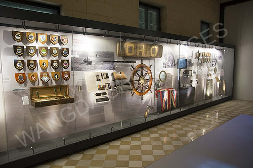 High quality Wall-along Museum Display Cases
