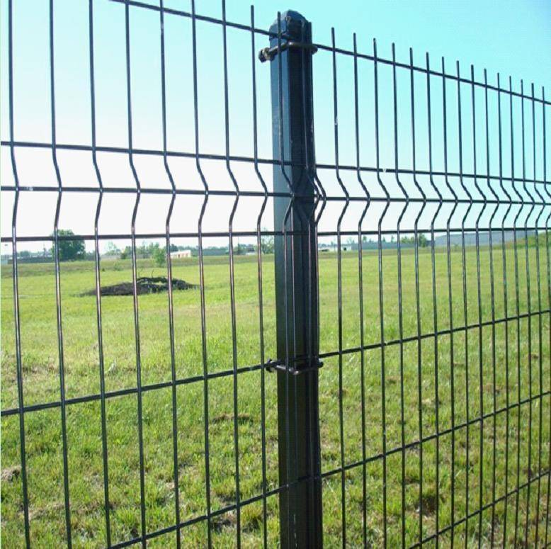 curvy welded bends triangle wire mesh fence