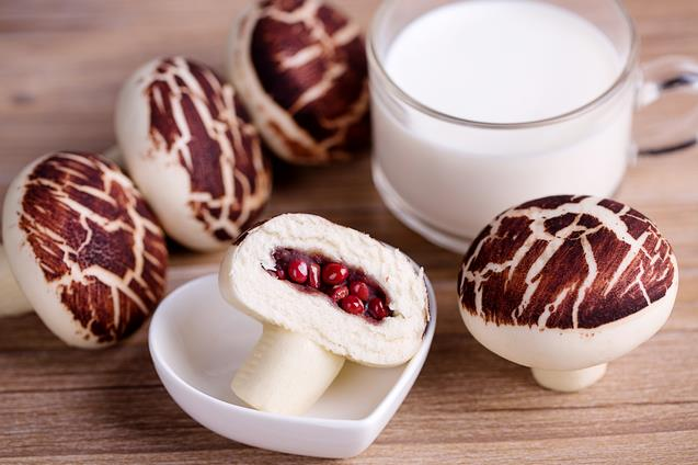 Xiaolian Traditional Chinese Snack Food Dim Sum Mushroom Shape Bun with Red Bean Paste