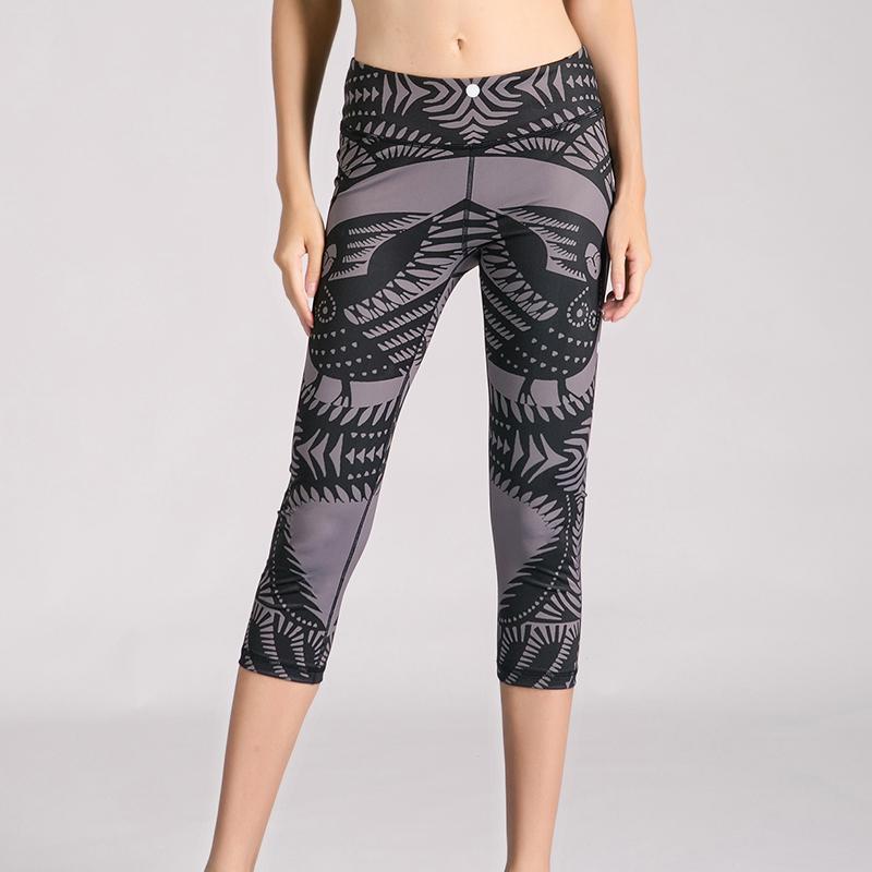 digital printed 3/4 length black running leggings made in china