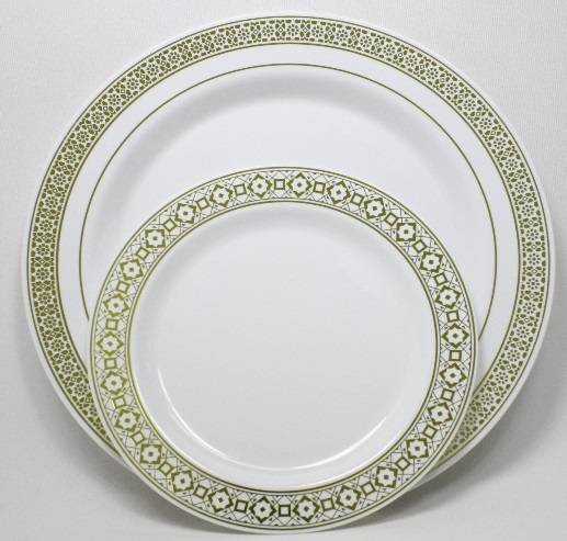 7.5in. Gold Premium Plastic Wedding Plates (20 Pack) China-Like