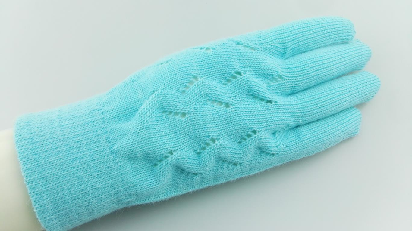 wool glove with pattern